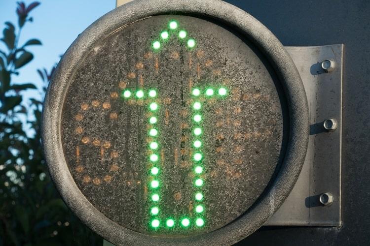 ダイオードとは?ダイオードの仕組み・回路記号・特性