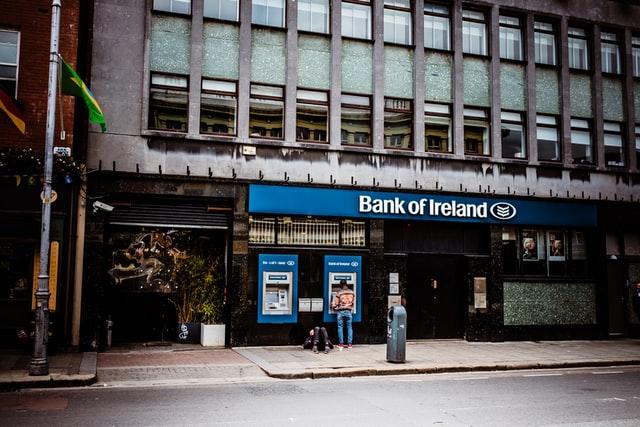都市銀行 VS ネット銀行