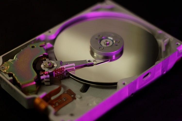 ハードディスクドライブ(HDD)の仕組みを図解で解説
